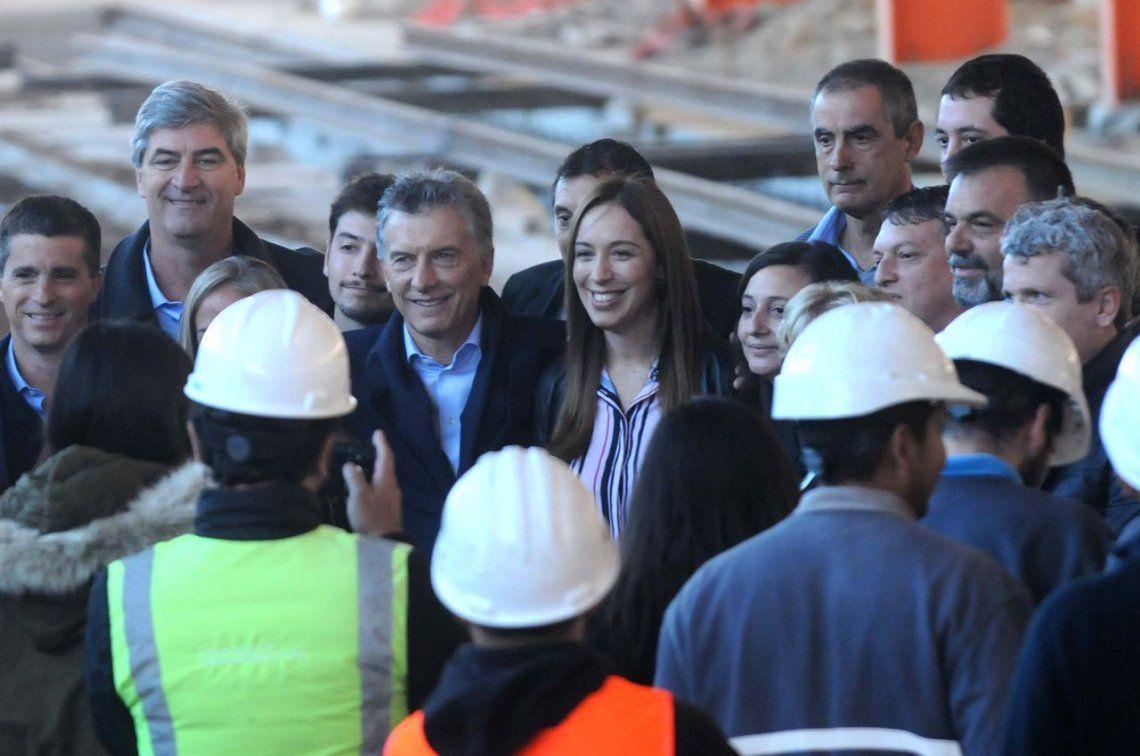 Con el repudio de los vecinos, Macri visitó el taller ferroviario de Tolosa