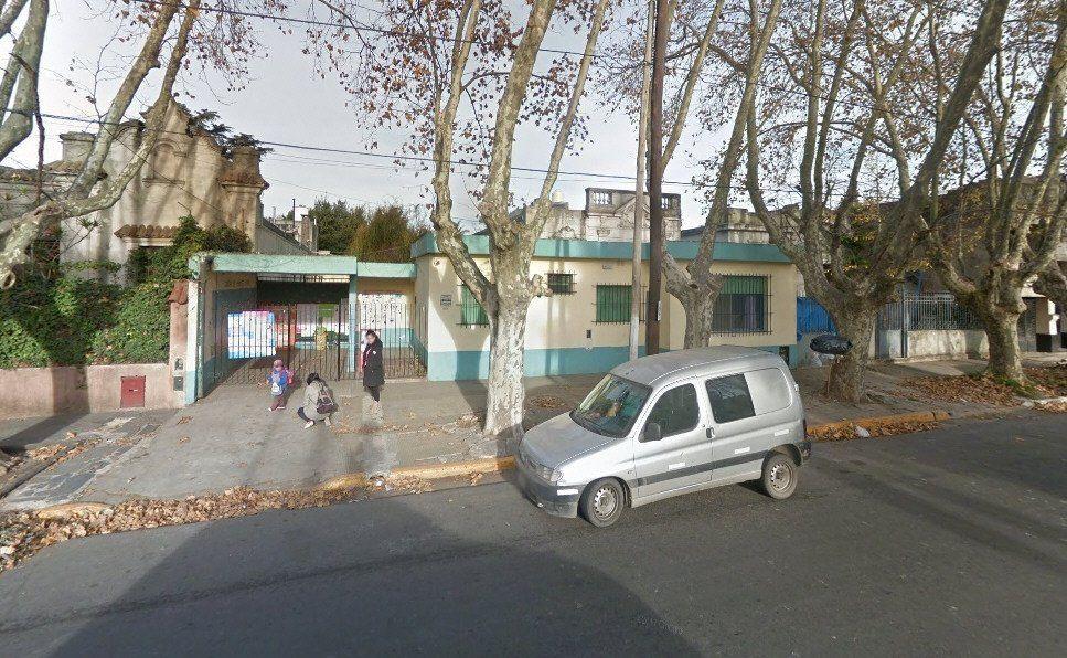 El establecimiento de Nivel Inicial está ubicado en la calle Avellaneda al 300