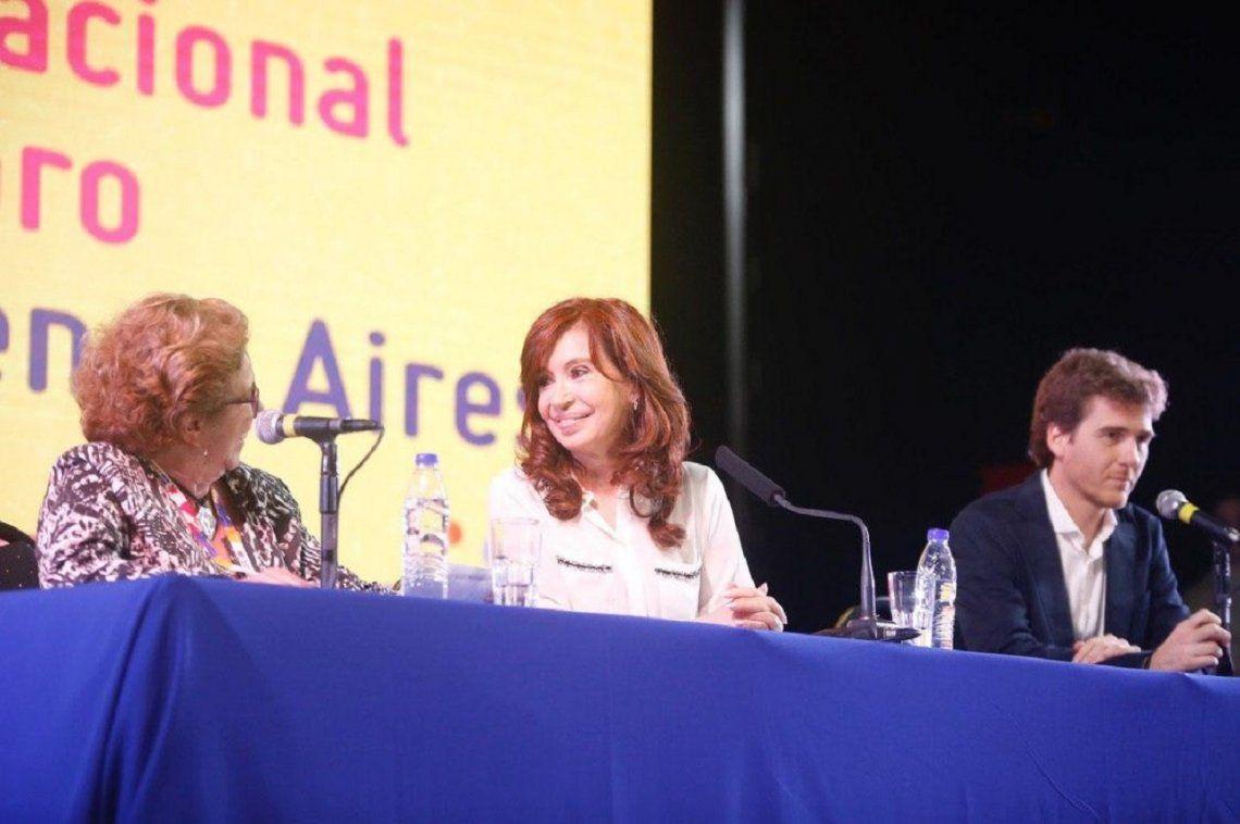 Con un clima de campaña, Cristina Kirchner presentó su libro y pidió un contrato social