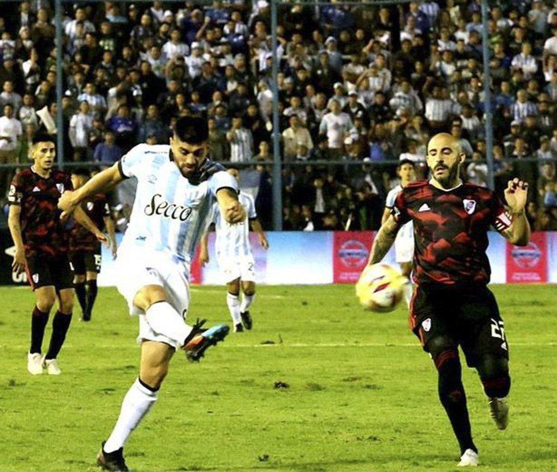 River sufrió un duro golpe ante Atlético Tucumán: 3 a 0