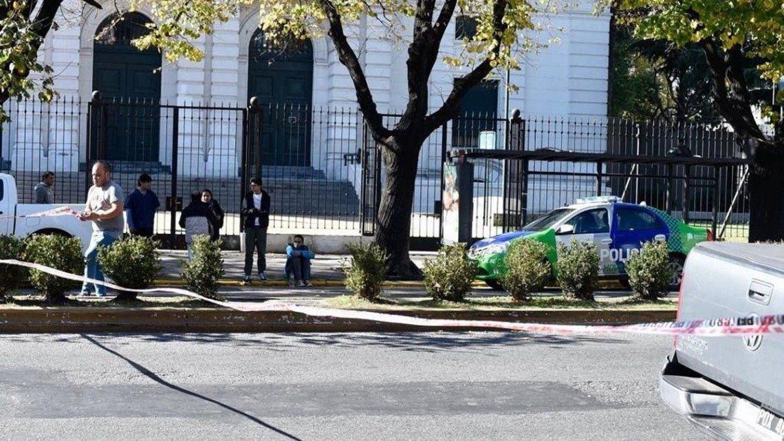 La Plata: un delincuente murió en un tiroteo luego de robar una casa de cambio
