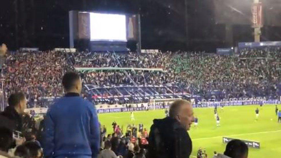 Zárate fue insultado por los hinchas de Vélez hasta cuando se tocó el Himno