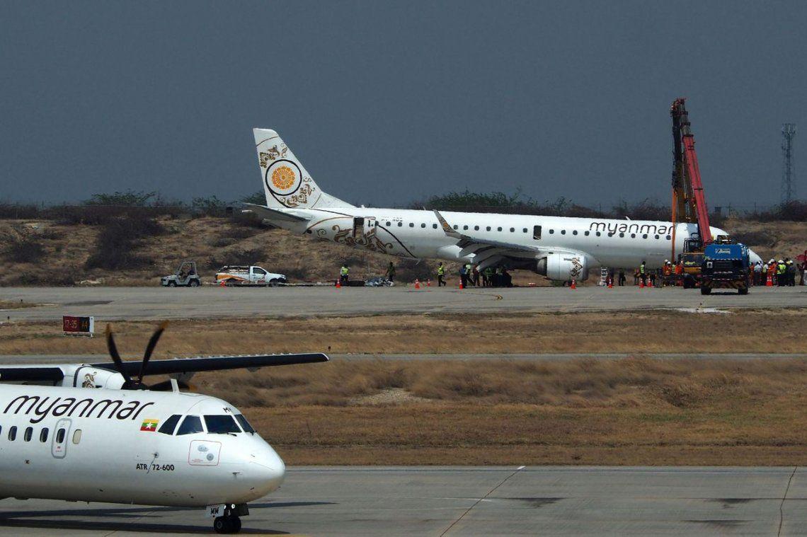 Piloto salvó a 89 pasajeros al aterrizar sin las ruedas frontales