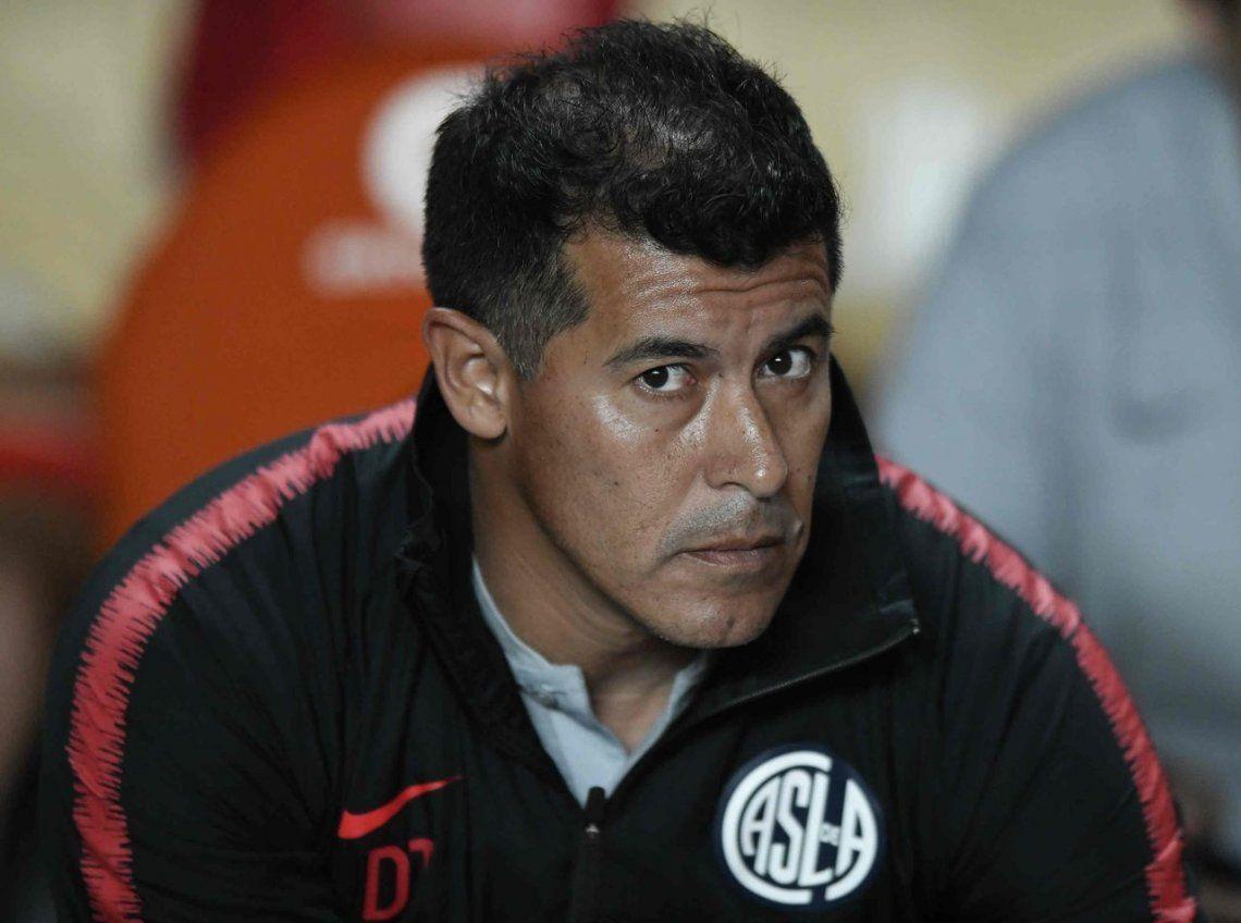 Jorge Almirón pasó a despedirse del plantel de San Lorenzo y ya buscan DT