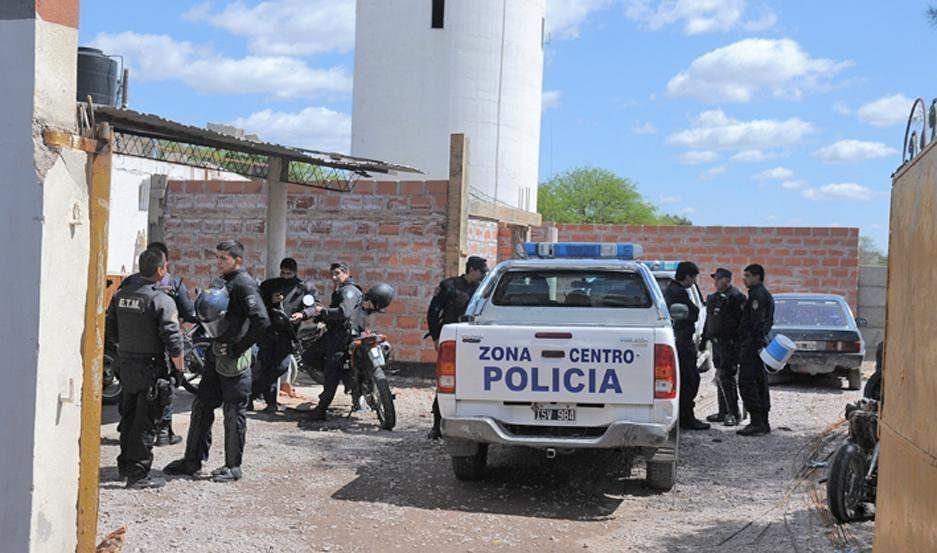 Santiago del Estero: lo ataron a un árbol para que vea cómo violaban a la novia