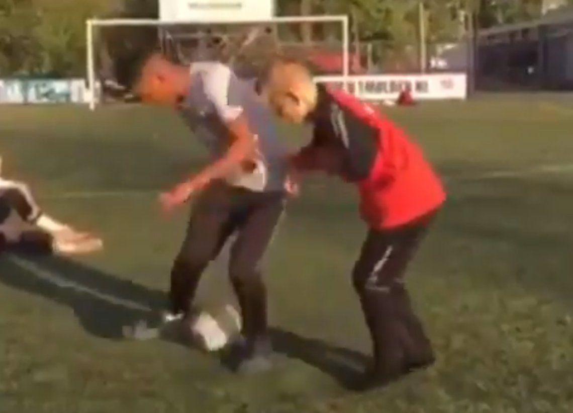 El mejor caño de la historia del fútbol mundial: ¡de cabeza!