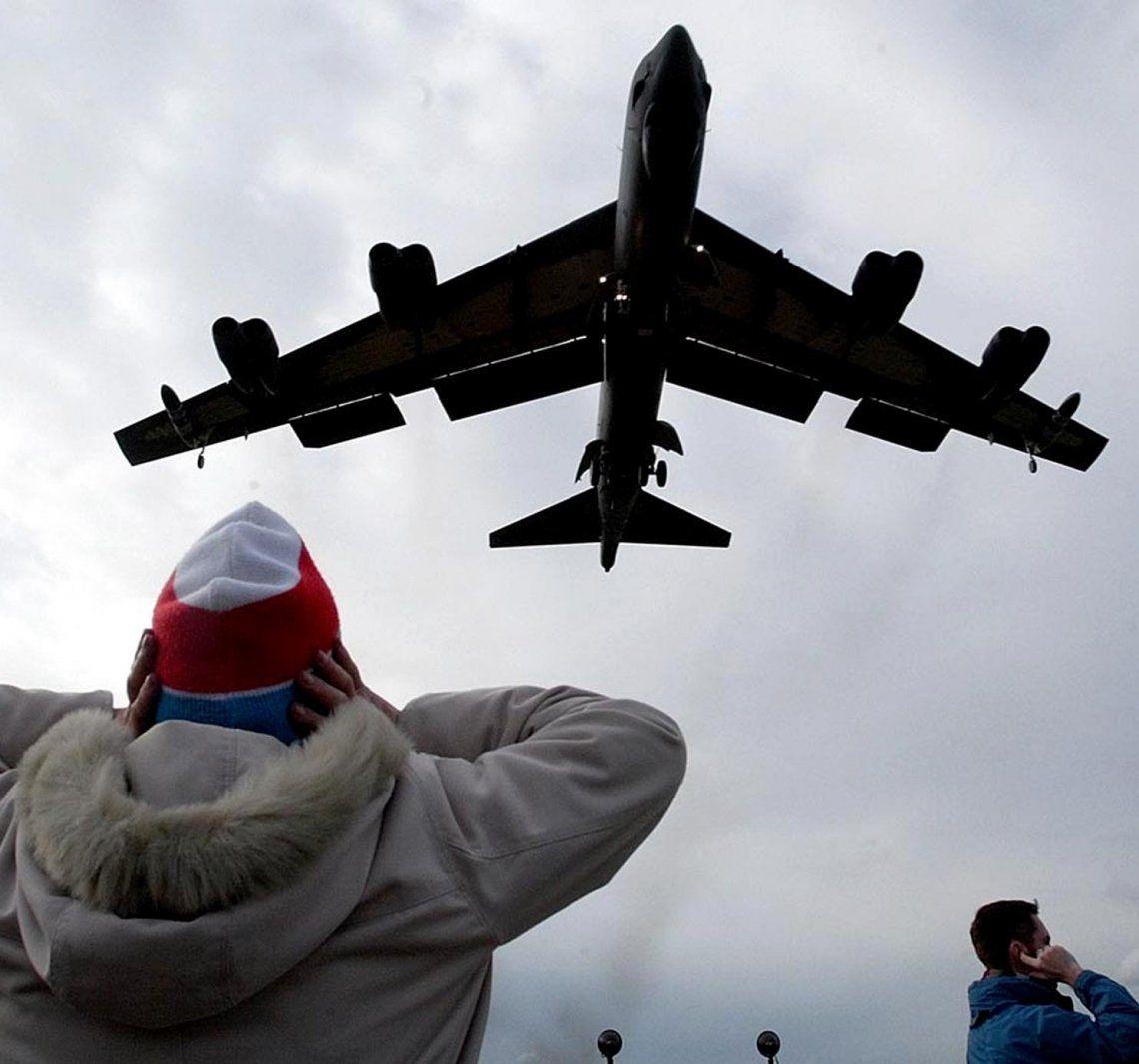 Estados Unidos prepara B-52 con capacidad nuclear.