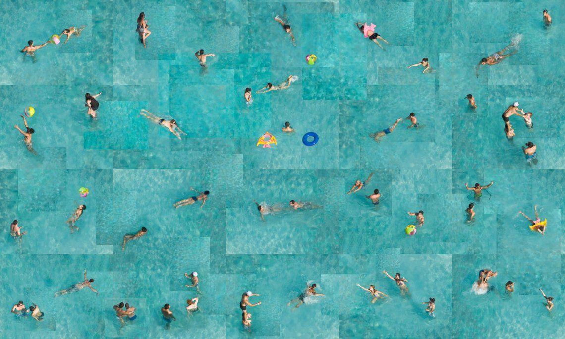 {altText(Swim #7-Saltarello - Art on a Postcard,Arte en una postal: subastan fotos de los fotógrafos más talentosos del mundo)}