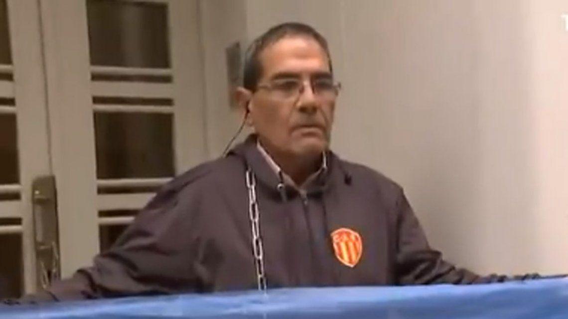 El vicepresidente de Sarmiento de Chado podría ser sancionado por encadenarse en la puerta de la AFA