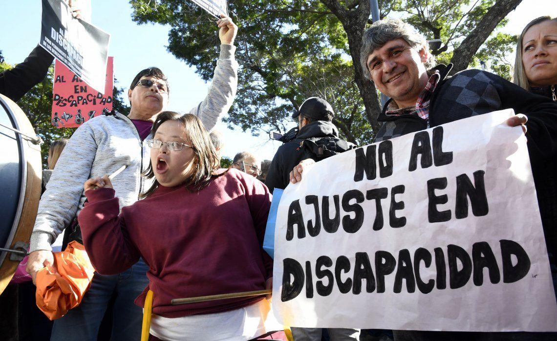 Miles de personas protestaron ayer frente a la quinta presidencial de Olivos.