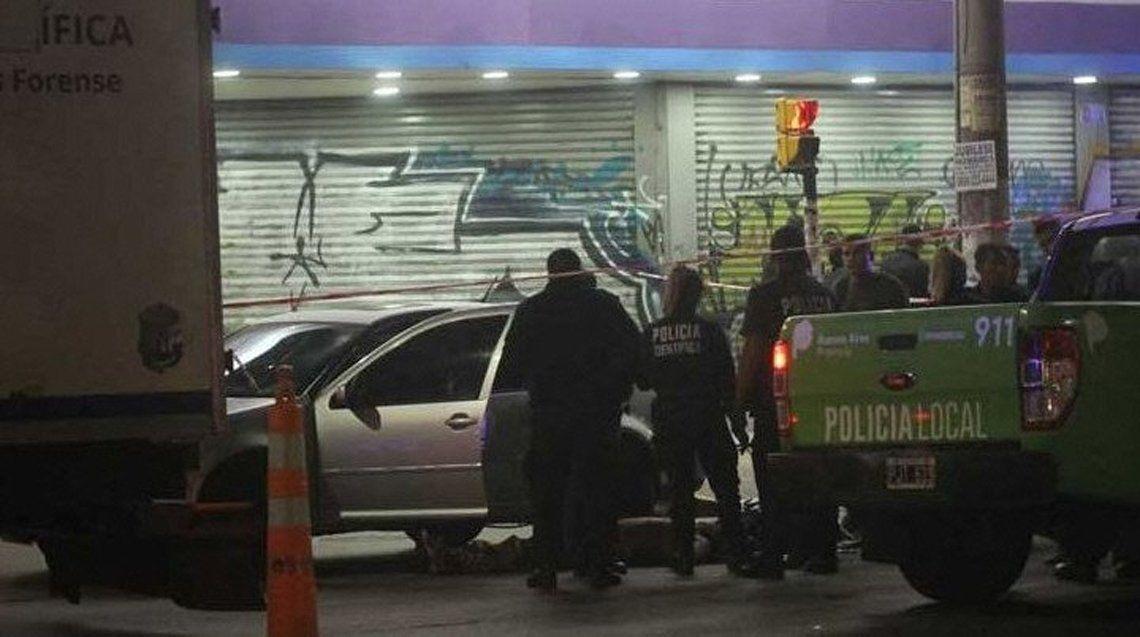 Asesinan a un remisero al dispararle desde otro auto