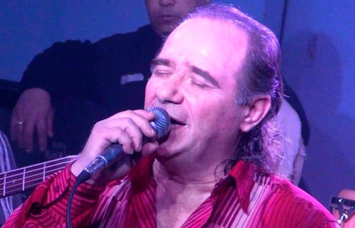 Murió el cantante de Los del Fuego, Juan Carlos Banana Mascheroni, tras sufrir un problema cardíaco en pleno show