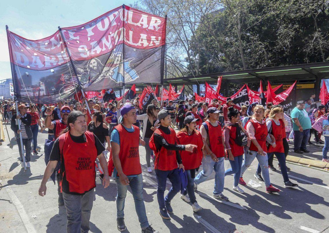 Movimientos populares marcharon contra las medidas del Gobierno