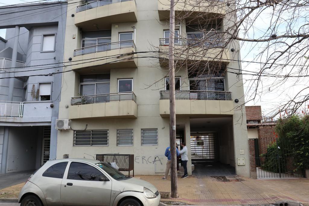 La Plata: dos delincuentes entraron por el balcón de un departamento y abusaron sexualmente a una médica