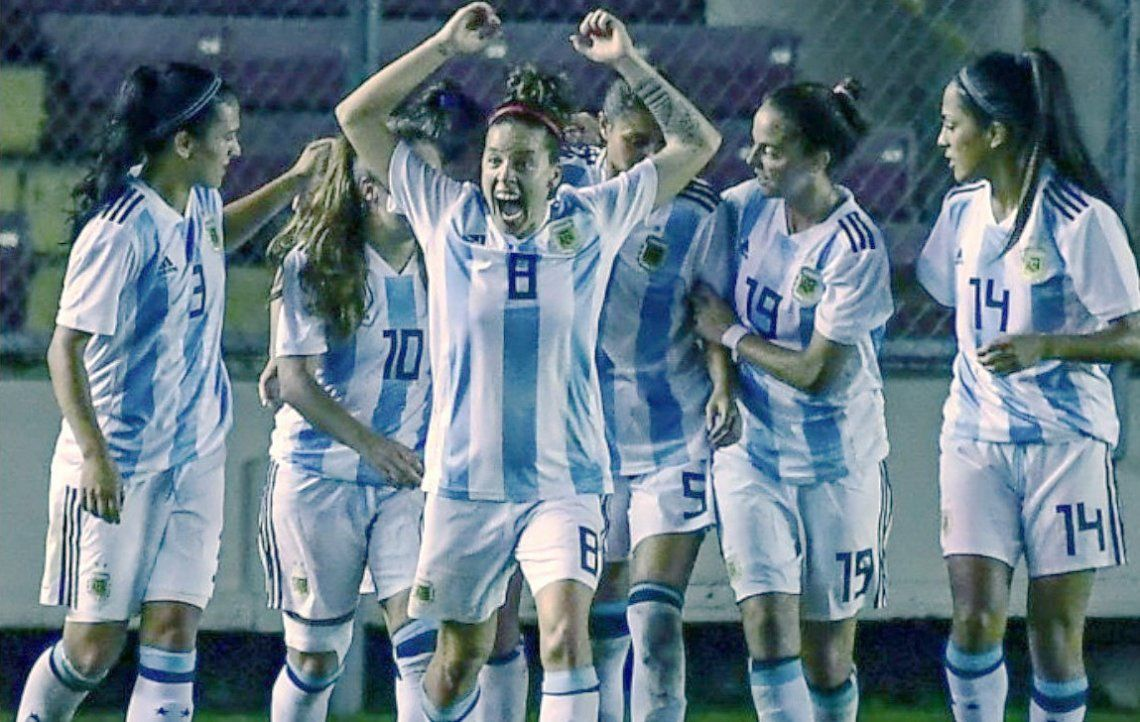 La Selección femenina en el partido que logró la clasificación al Mundial del próximo mes.