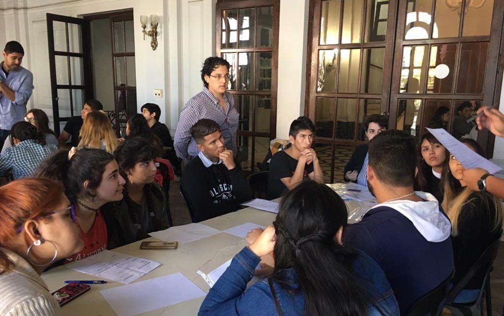Lanús: ofrecen 70 puestos de trabajo a jóvenes