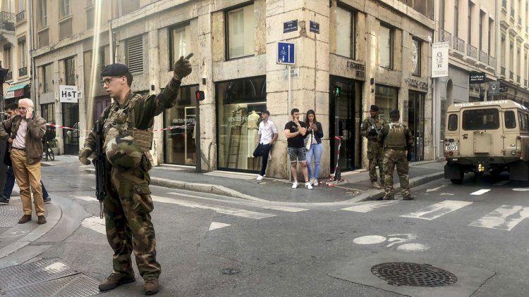 Francia: 8 heridos tras explotar un paquete en Lyon