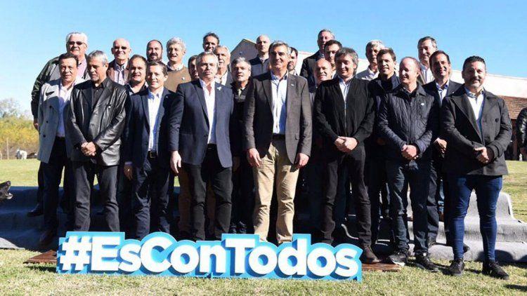 Alberto Fernández se reunió con Máximo Kirchner y con intendentes