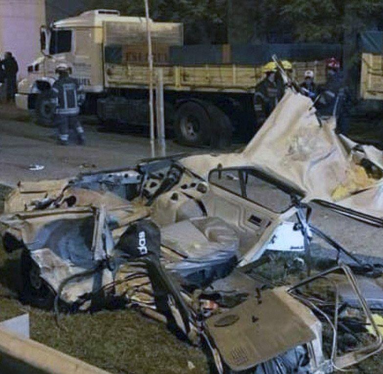 Así quedó el vehículo en el que viajaban las víctimas.