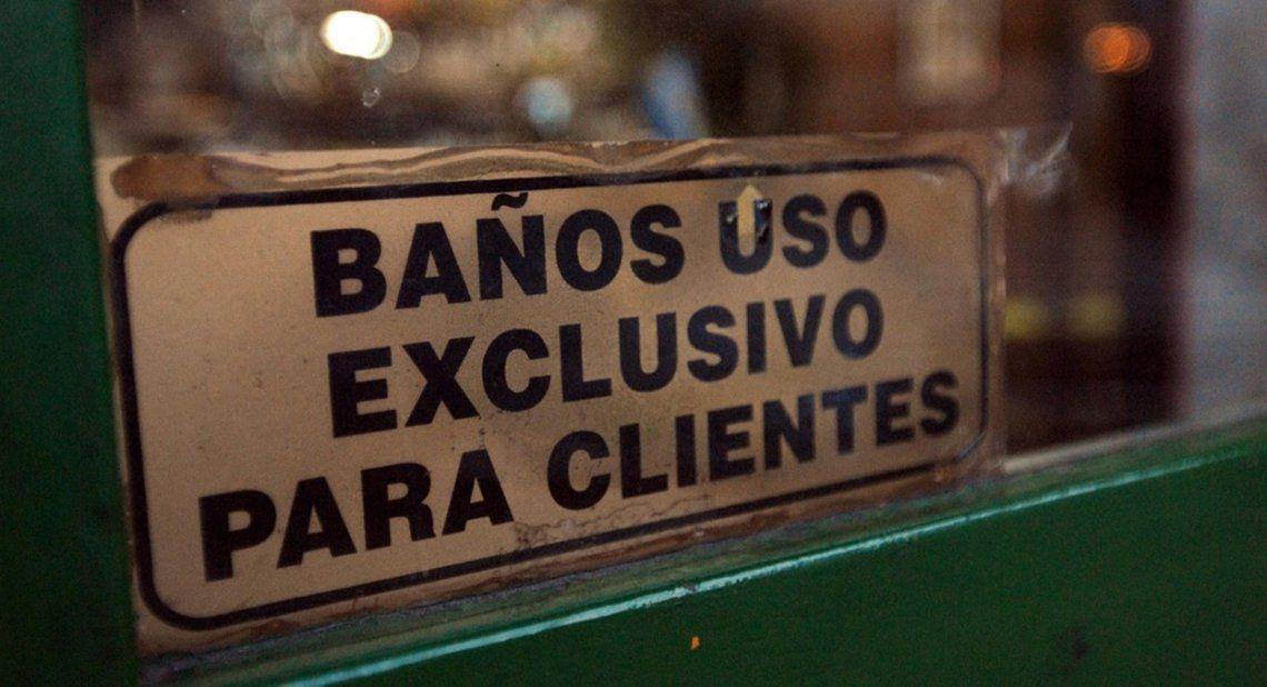 Un proyecto de ley propone que bares puedan cobrar el uso de baños a no clientes