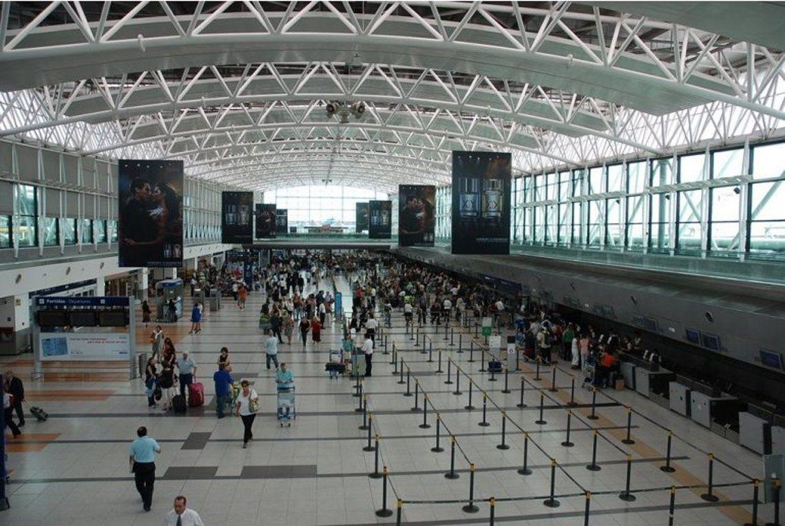 Tensión en el aeropuerto de Ezeiza: pasajero dijo que tenía una bomba a bordo de un avión de Air France