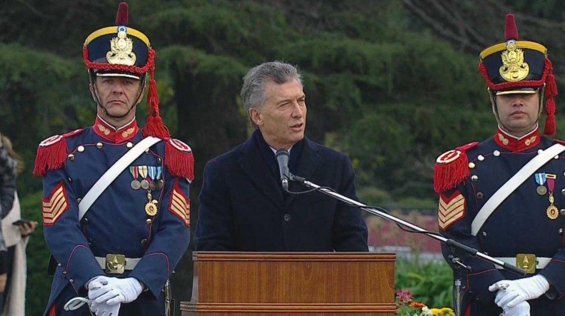 Macri encabezó un acto por el Día del Ejército, pero no habló del paro