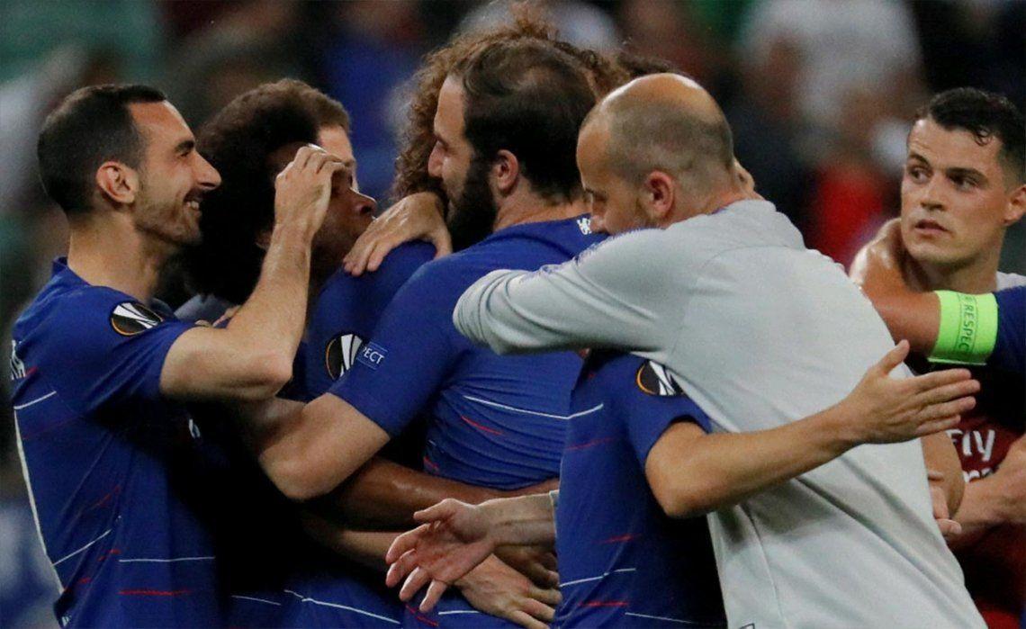 UEFA Europa League: tras la consagración del Chelsea, llegó el abrazo de reconciliación entre Gonzalo Higuaín y David Luiz