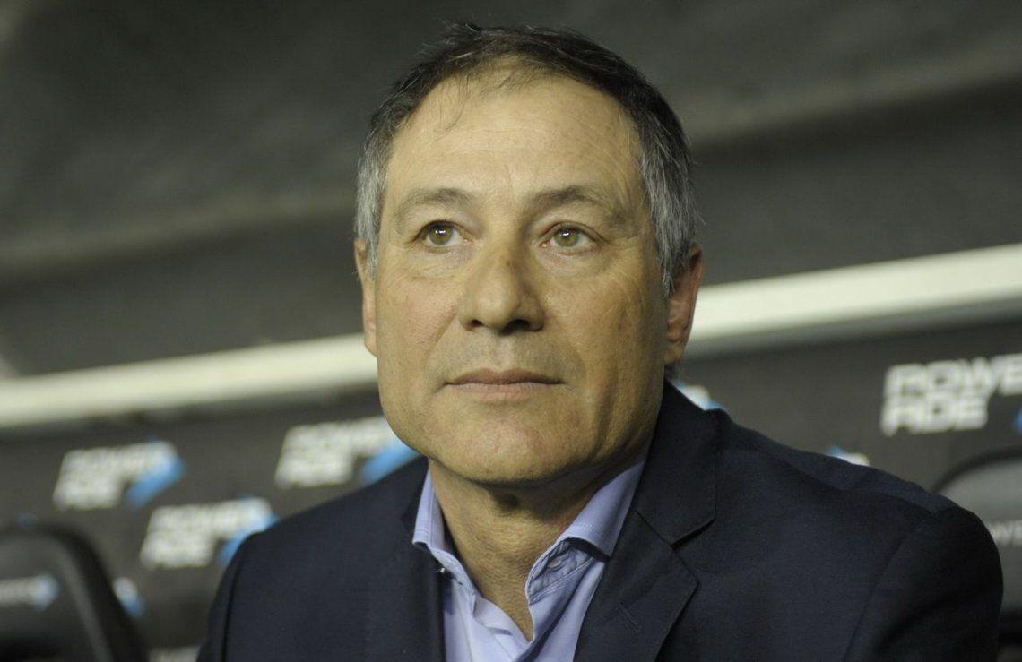 Holan dejó de ser el entrenador de Independiente