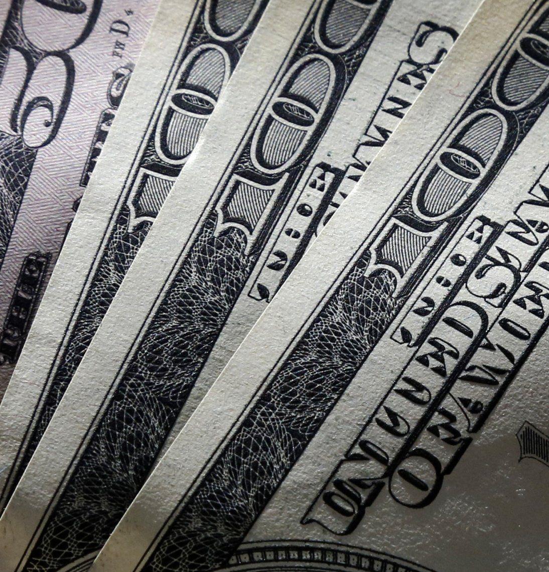 El dólar terminó el mes con tendencia alcista.