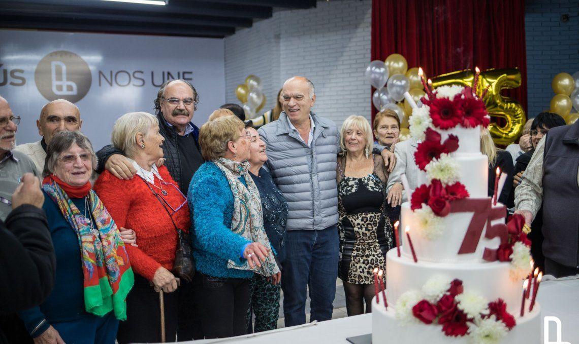Festejo en la comuna con vecinos nacidos en 1944 al igual que el partido de 4 de Junio.