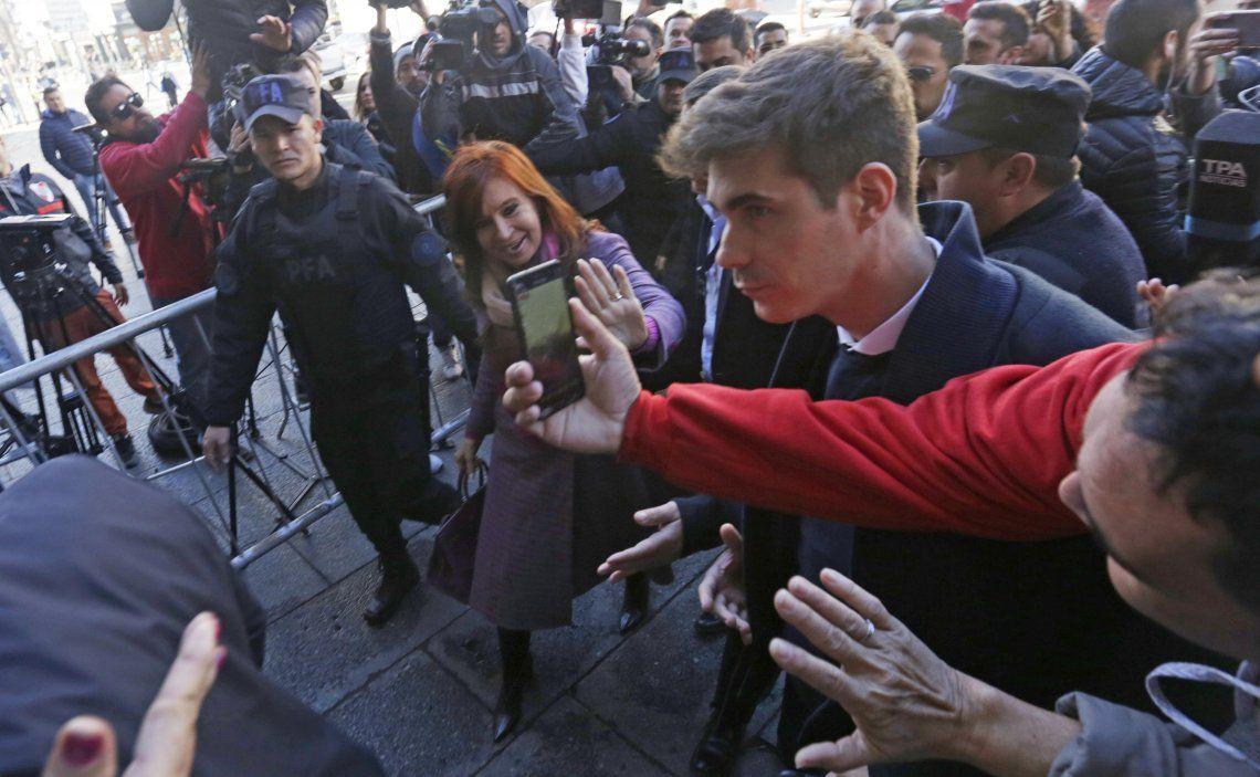 La senadora Cristina Fernández de Kirchner al llegar ayer por la mañana al Congreso.