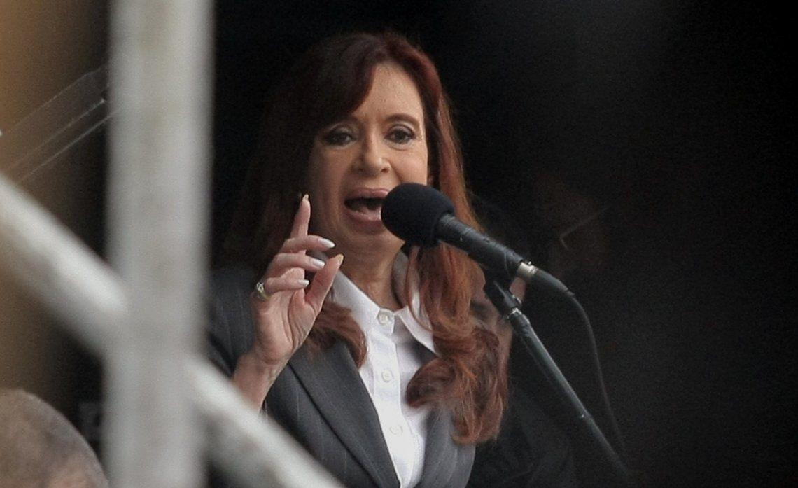 El Gobierno exige por decreto que Cristina Kirchner opte por una de las dos pensiones que reclama