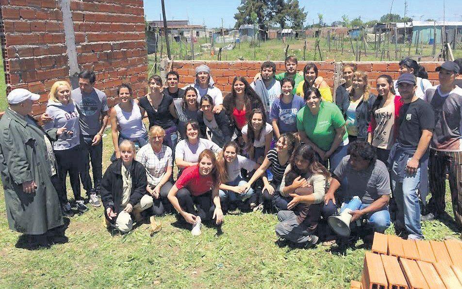 Castelar: Sonrisas Solidarias recibe ayuda para Chaco y merenderos de la región