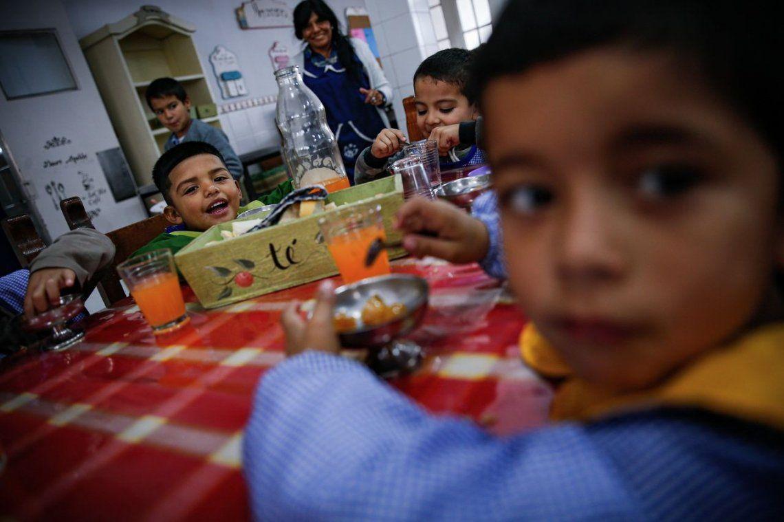 Según un estudio de la UCA, el 51,7% de los menores en Argentina son pobres