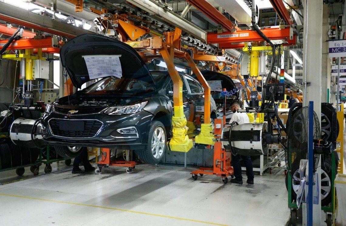 General Motors para su producción y cierra su planta de Alvear por un mes