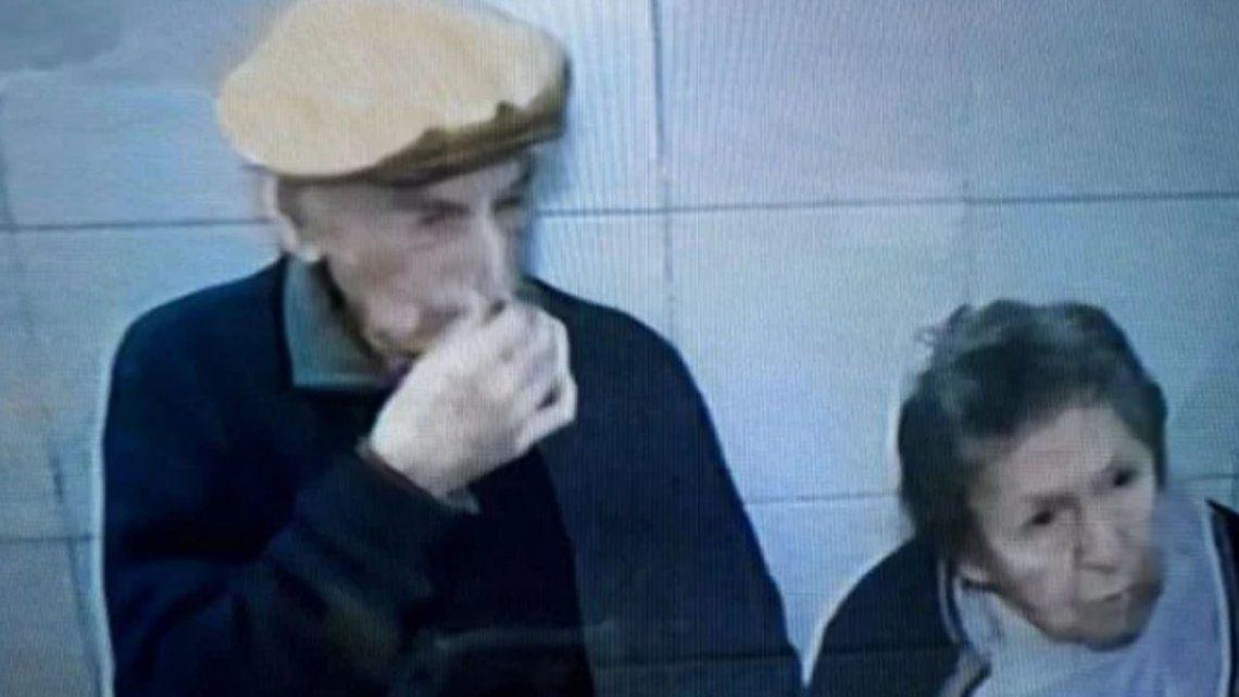 Rosario: dos abuelos de 90 años fueron abandonados por su hijo en un bar