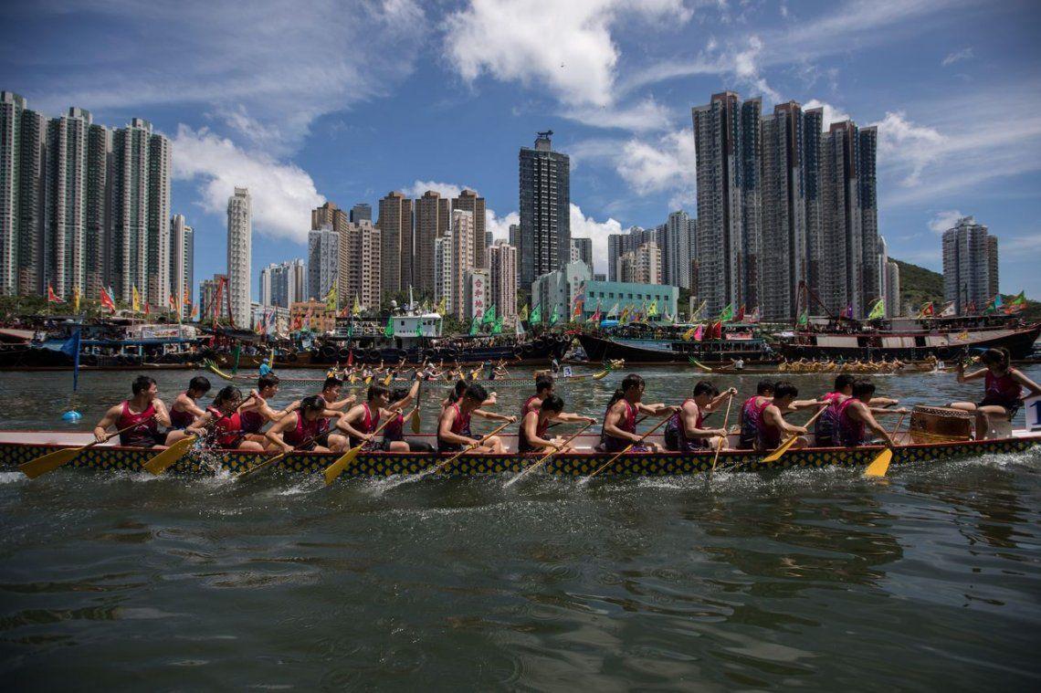 Las fotos del milenario Festival del bote del Dragón