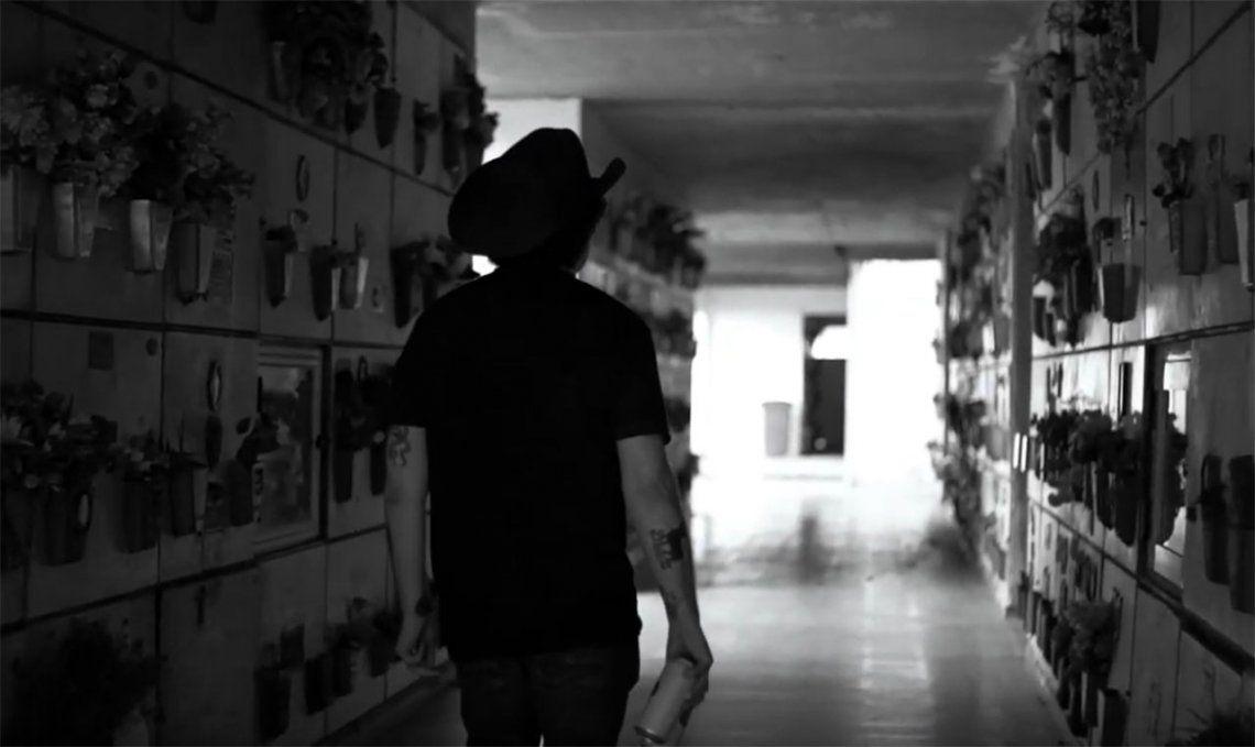 My Mafia, el impactante video de Andrés Calamaro en el que llora la pérdida de los hermanos por elección
