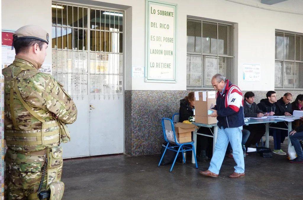 Balearon a un gendarme que cuidaba las urnas de las elecciones