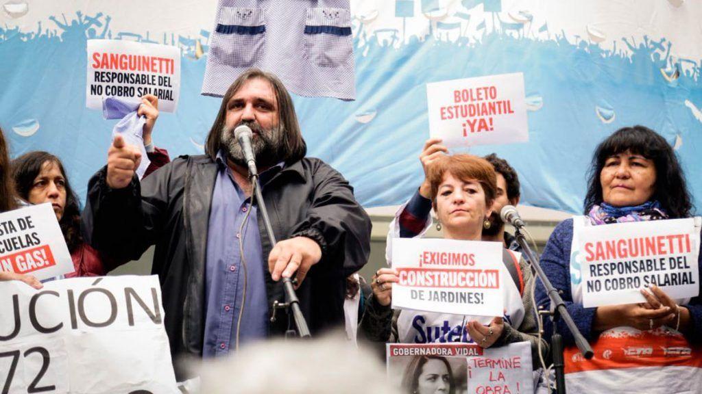 Docentes bonaerense marcharon para denunciar el incumplimiento del acuerdo paritario