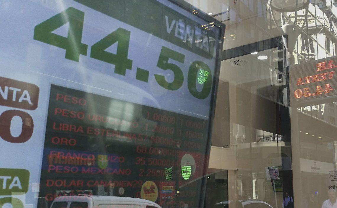 El dólar se mantiene por debajo de los $45