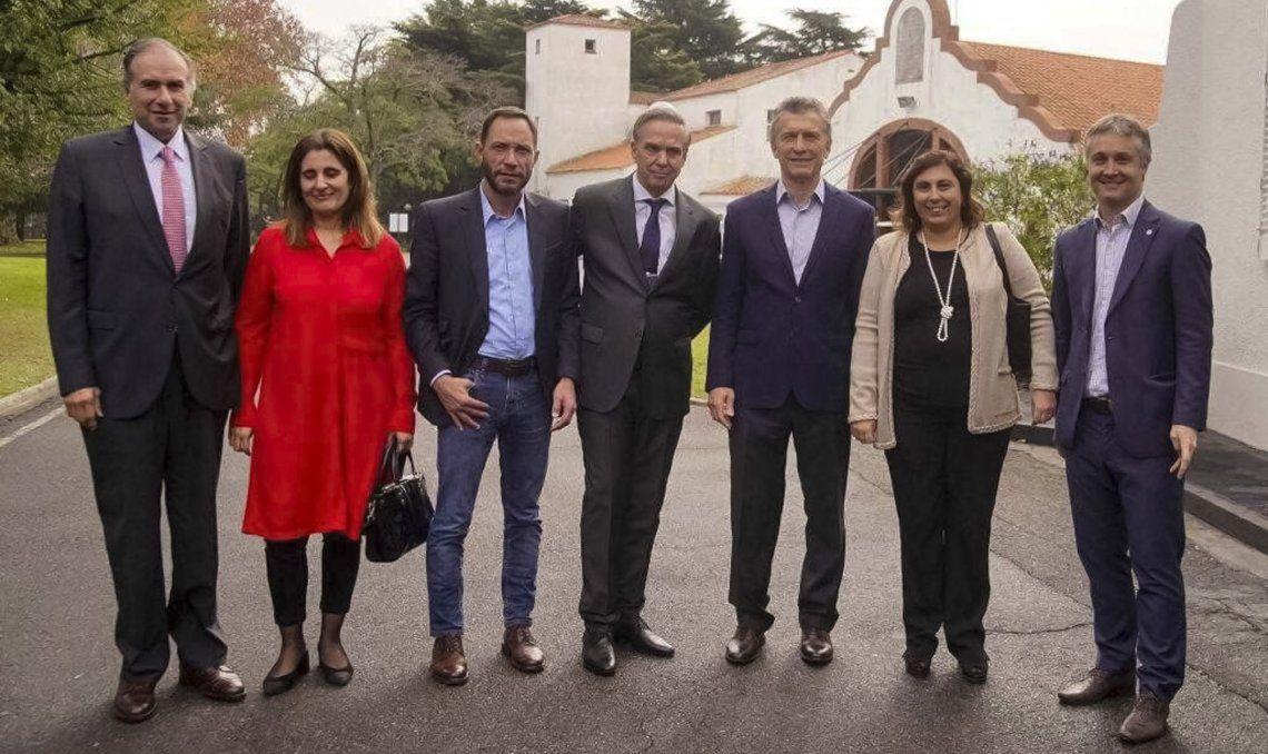 Los socios de Cambiemos -ahora Juntos por el Cambio- posaron en los jardines de Olivos.