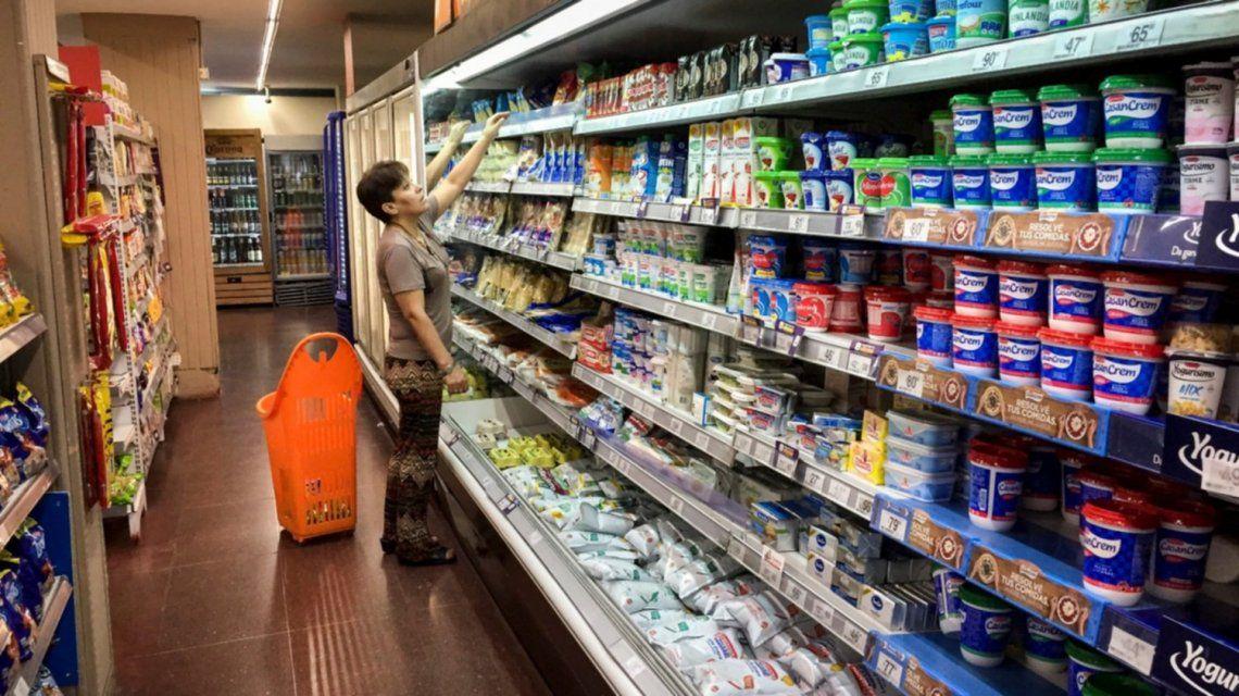 Las ventas en los súper y los shoppings acumulan 12 meses de caída