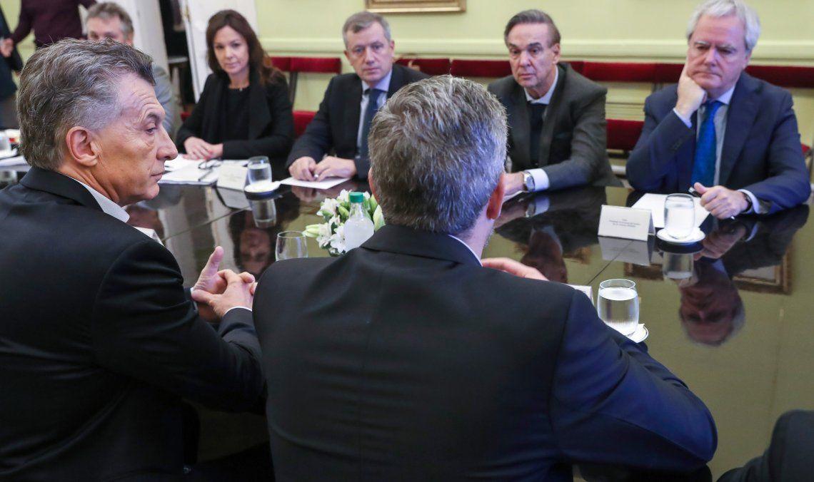 Miguel Pichetto se sentó flanqueado por las autoridades del Congreso y frente al Presidente de la Nación.