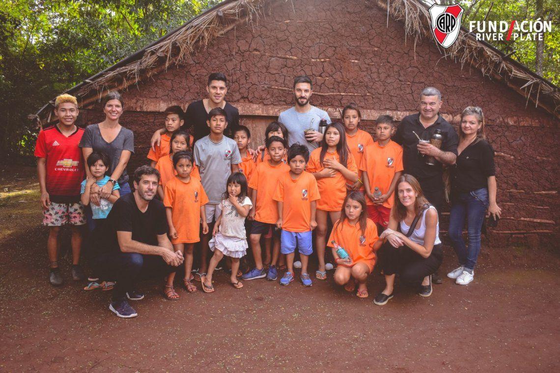 Scocco y Pérez estuvieron en una comunidad guaraní para cumplir una promesa