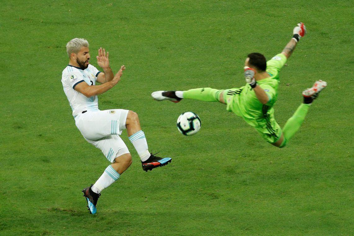 Copa América: el Kun Agüero tiene un pie afuera del equipo contra Paraguay