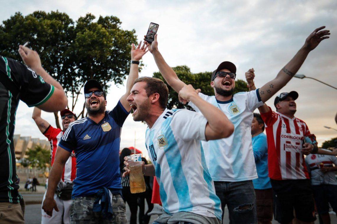 La previa: el aliento de la hinchada argentina al ritmo de un hit de El Pepo