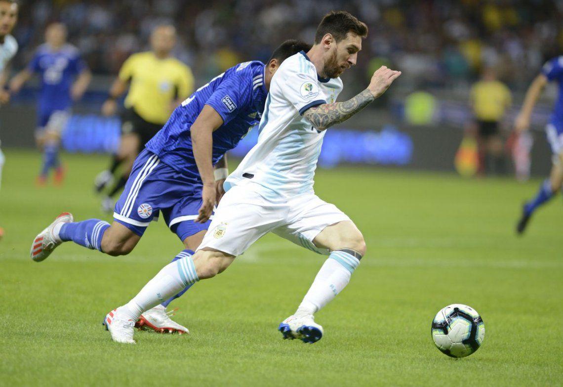 Argentina rescató un empate con sufrimiento ante Paraguay y quedó complicada