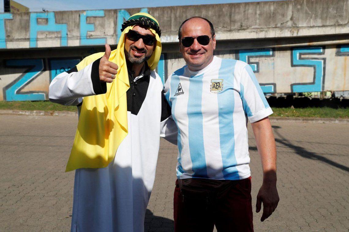 Los hinchas argentinos copan Porto Alegre en la previa de Argentina - Qatar