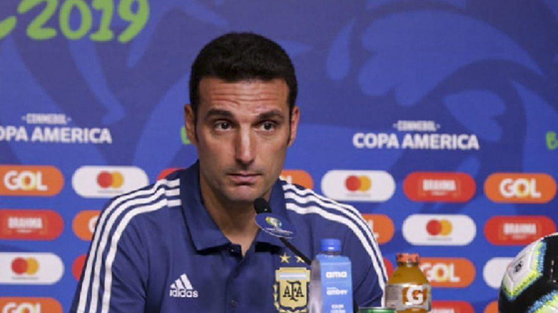 Scaloni se volvió a quejar de la cancha y dijo que el equipo se sacó el miedo